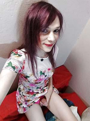 Travesti blafard 42 ans veut des câlins