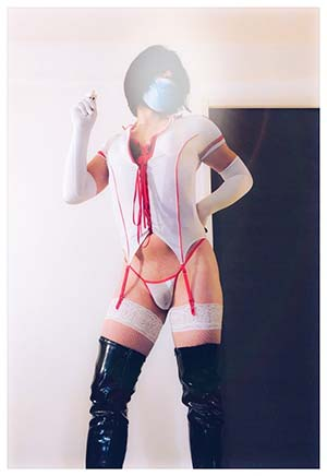 Infirmière trans de Lyon, si tu aimes les uniformes !